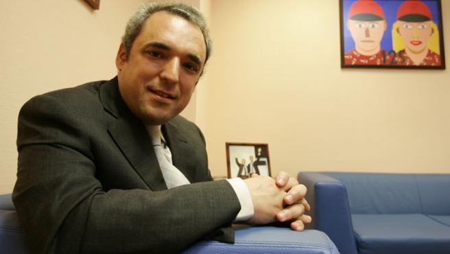 Rafael Simancas, un día de trabajo en sus oficinas. (Foto: Jorge París)