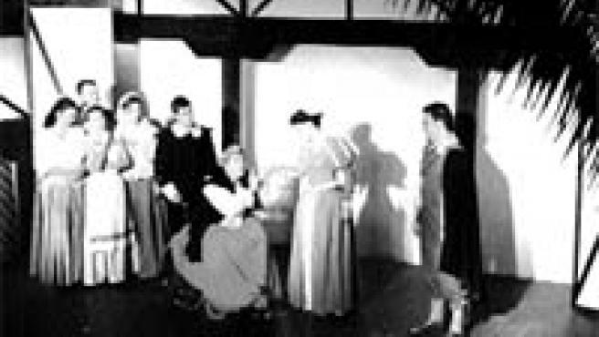 Los actores, en un momento de la representación de El perro del hortelano.