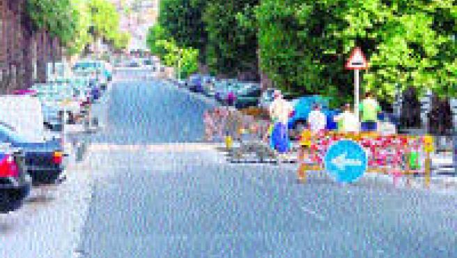 El Ayuntamiento de Almuñécar pretende instalar doce pasos de peatones elevados en el casco urbano para evitar el exceso de velocidad de los coches.