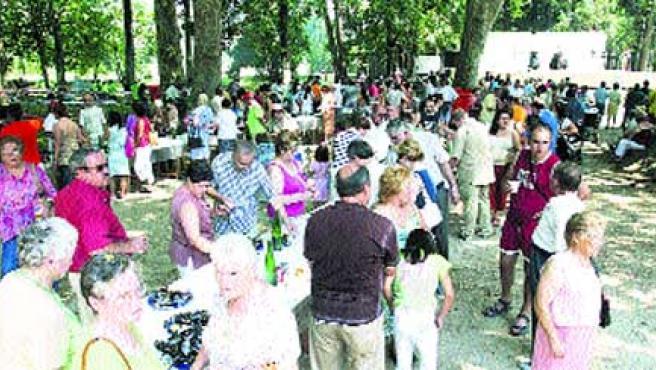 Más de 3.000 personas degustaron ayer en el parque de Castrelos el manjar de las Rías Bai-xas.(M. Vila)