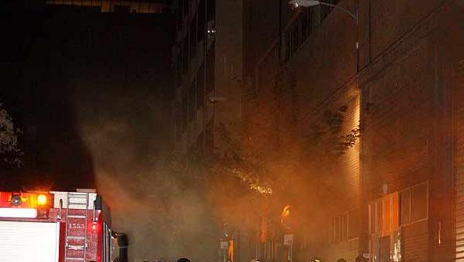 Un incendio en la subestación de Iberdrola ha dejado a miles de usuarios sin luz (Efe / J.C Hidalgo)