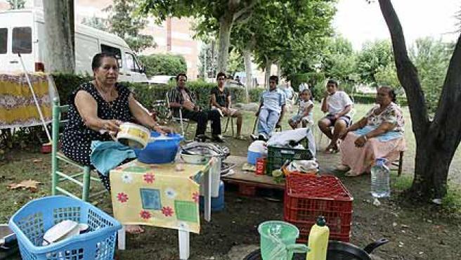 La familia de El Zaque, en el jardín del Doce de Octubre. (Jorge París)