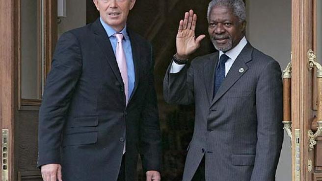 Blair y Annan a su llegada a la reunión del G8 celebrada en San Petersburgo. (Sergei Chirikov / Efe)