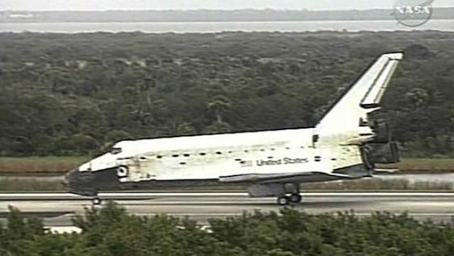 El Discovery tras el aterrizaje (NASA TV).