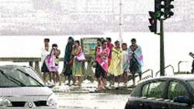 Cientos de personas huyeron de las playas.(Moncho Fuentes)