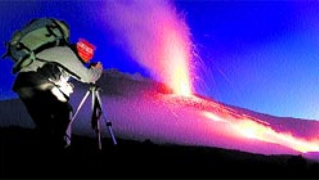 El Etna, el volcán activo más importante de Europa, ubicado en la isla de Sicilia, en el sur de Italia.(ANTONIO PARRINELLO/REUTERS)