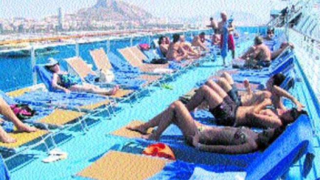 Disfrutar del spa flotante más grande del mundo e incluso probar un simulador de fórmula uno es posible en el Costa Concordia.(F. González)