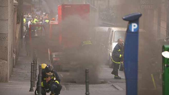 Cuatro dotaciones de bomberos trabajaron en la extinción del fuego en Hileras (Sergio González)