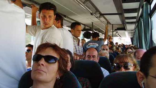 Autobuses de fin de semana llenos (Manuel Noguera)