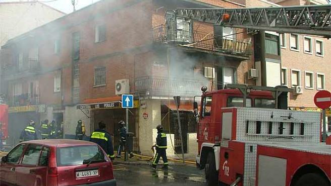 Los bomberos rescataron a varias personas del inmueble incendiado (Ayuntamiento de Madrid)