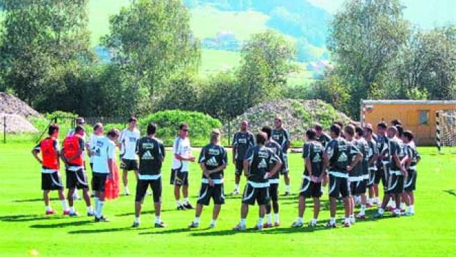 Fabio Capello sigue trabajando con la plantilla en Austria. (Morales/EFE)