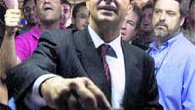 Joan Laporta, depositaba su voto durante los comicios de 2003. (EFE)