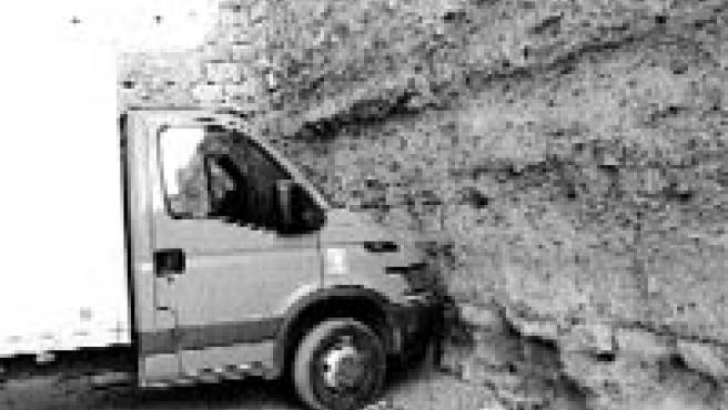 Las inmediaciones de la Muralla de la Ronda de Marrubial se utilizan a menudo como aparcamiento.