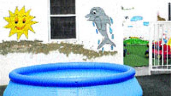 La piscina hinchable no tenía más de medio metro de agua. (K. F. / Efe)