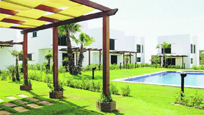 Las viviendas disponen de 70 metros cuadrados de terrazas solárium y 16 metros de porche más jardín privado.