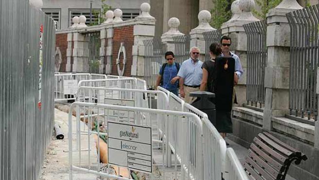 Las obras provocan verdaderos atascos de gente en Plaza Castilla (Jorge París)