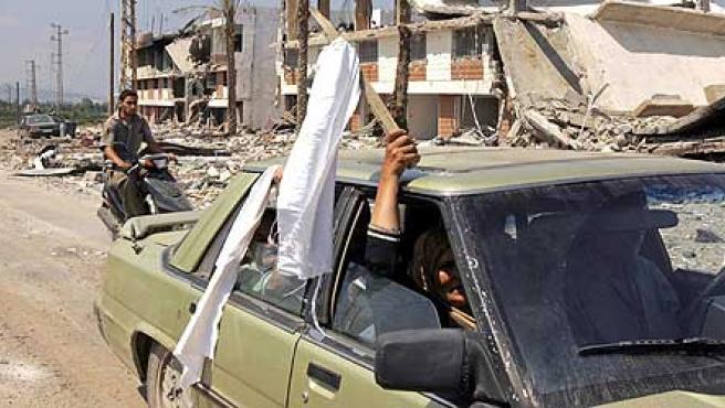 Los libaneses aprovechan el alto el fuego de 48 horas para salir del país (REUTERS/Zohra Bensemra)