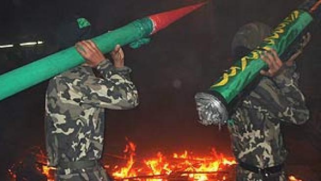 Miembros de de las Brigadas Al Qassam, durante una manifestación contra la ofensiva israelí en Líbano. (Alaa Badarneh / EFE)