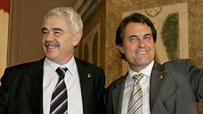 Maragall y Mas, tras la aprobación del nuevo Estatut en el Parlament de Cataluña. (ARCHIVO)