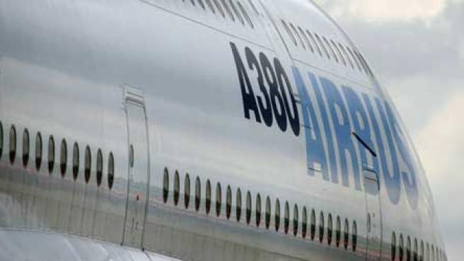 El avión civil más grande del mundo, el A380. (Kevin Coombs / Reuters)
