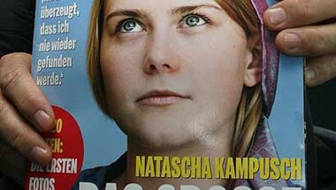 """Primera aparición de Natascha Kampusch en la portada de la revista semanal austríaca """"News"""". (Heinz-Peter Bader / Reuters)"""