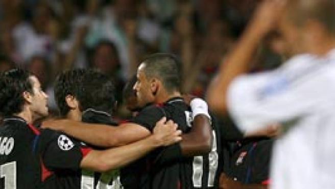 Roberto Carlos se lamenta del segundo gol del Olympique.