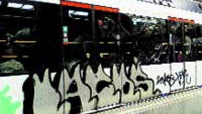5 Aspecto del vagón pintado a su llegada a la estación de Fuencarral.