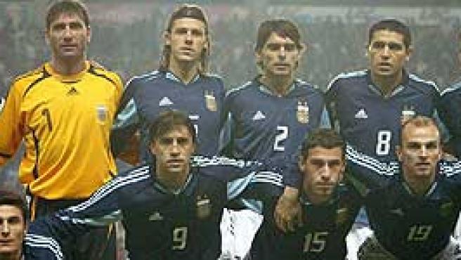 Riquelme (dorsal 8) con Argentina, en el pasado Mundial de Alemania. (ARCHIVO)