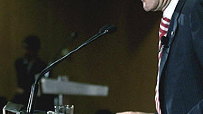 Artur Mas durante la conferencia donde presentó algunos puntos de su programa electoral en materia económica. (Toni Albir/Efe)