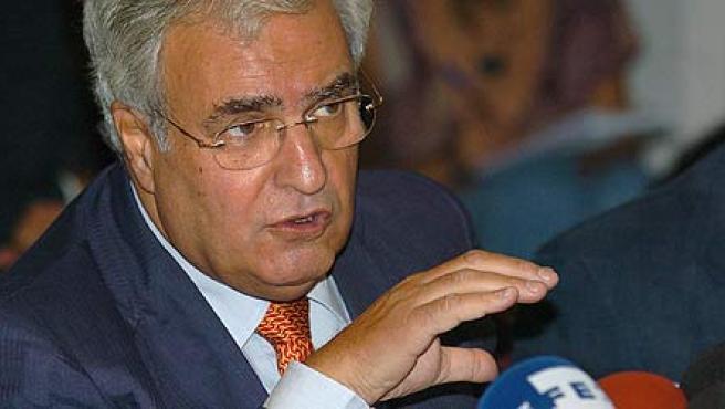 El Defensor del Pueblo, Enrique Múgica, durante la rueda de prensa que ha dado esta mañana en Madrid. (Mondelo/Efe)