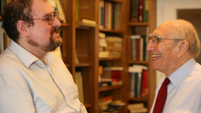 Yusuf Fernández (izq.) y Enrique Miret (der.) hablan sobre el mensaje común del islam y el cristianismo. (Foto: Sergio González)