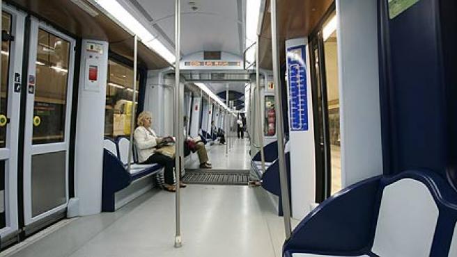 Los nuevos vagones de los trenes de la L7 son más amplios (Jorge París)
