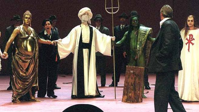 Buda, Mahoma, Poseidón y Jesucristo, interpretados en un ensayo de la ópera Idomeneo, de Mozart, en Berlín.