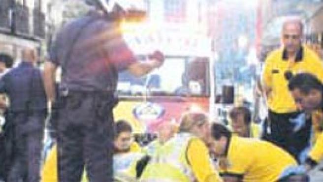 El Samur trata de reanimar a la víctima (Ayuntamiento de Madrid)