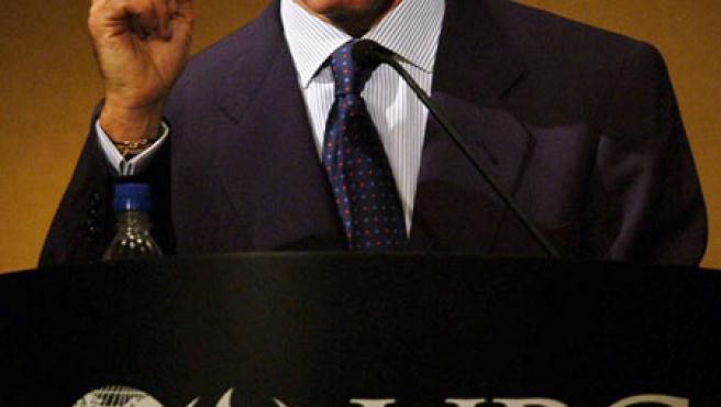 """El ex presidente de España, José Maria Aznar durante su participación en la """"Cuarta Convención Anual de Economía"""", en Lima. (Paolo Aguilar / EFE)"""