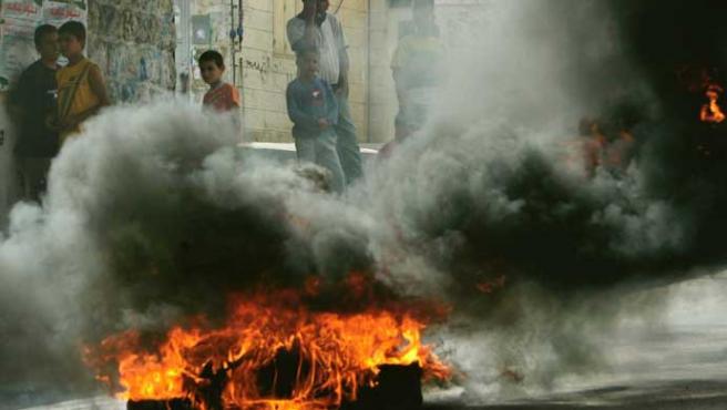 Los enfrentamientos callejeros se apoderan de las calles de Gaza (Muhammed Muheisen / AP)