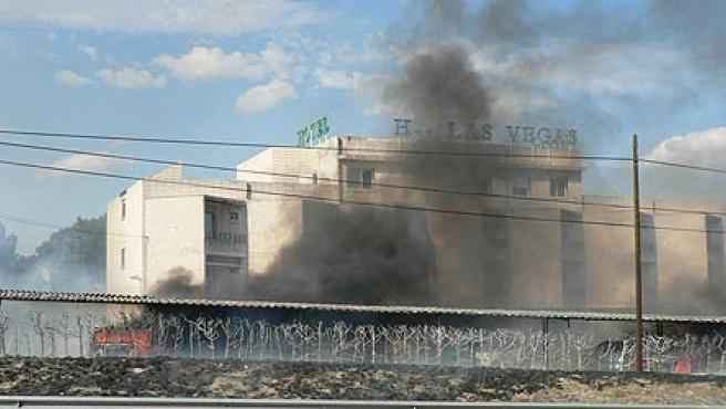 Imagen del hotel incendiado (J.A)