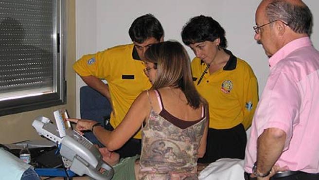 Médicos del SAMUR aprenden a utilizar los nuevos ecógrafos (Ayuntamiento de Madrid)