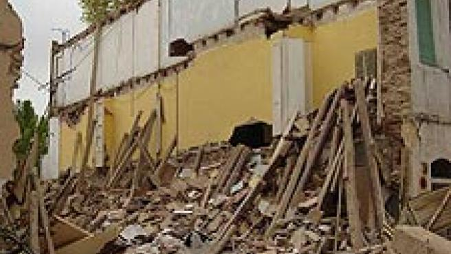 Imagen de como ha quedado la casa de La Canonja que se ha hundido la pasada madrugada. (Carolina Cubota/ACN)