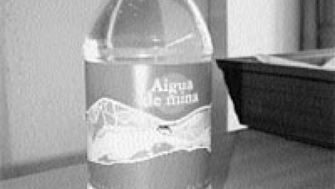 La empresa municipal Aigües de Reus ha embotellado el agua de las minas, como la Boca de la Mina. (David Fernández / Acn)