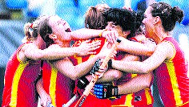 Dos goles de Pilar Sánchez y otro de Silvia Muñoz dieron la victoria.