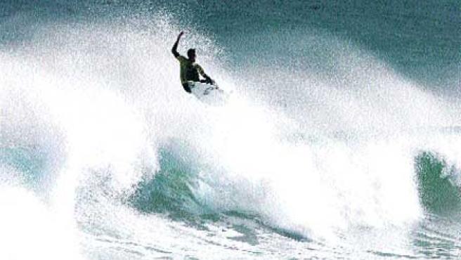 La mejor ola izquierda del mundo, la de Mundaka (Bilbao9.(Luis Tejido / EFE)