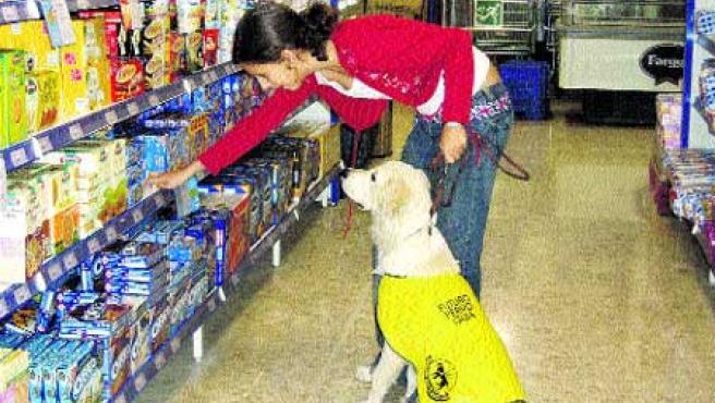 Bardem aprende a estar tranquilo en el supermercado. (Pilar Bello).