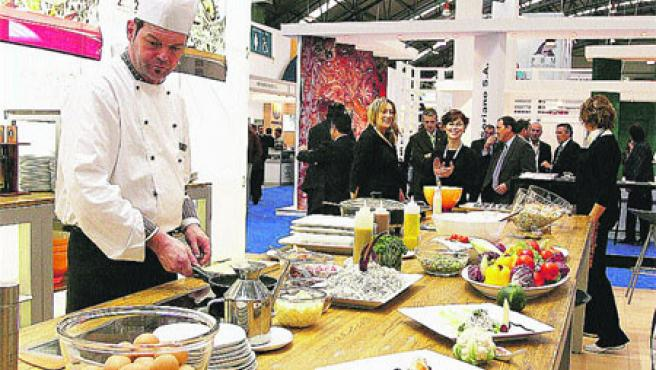 Los asistentes a la inauguración pudieron disfrutar de los mejores platos elaborados con productos congelados. (M. Vila)