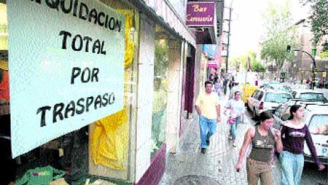 En esta calle de Las Fuentes es tónica habitual desde hace ya algún tiempo el cambio de comercios. (F. Simón)