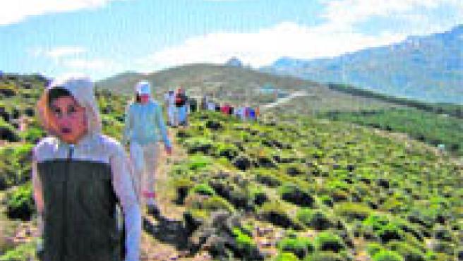 Un grupo de jóvenes durante una de las excursiones realizadas la pasada temporada.