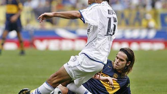 Gago, durante el partido en la liga argentina ante Vélez. (Efe)