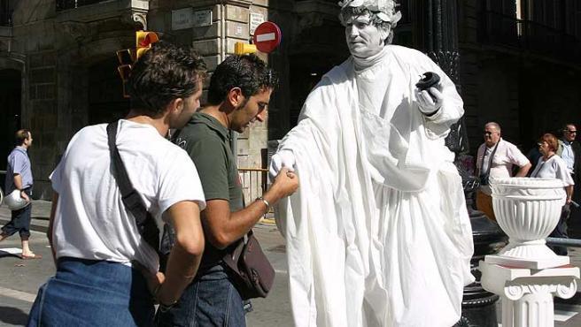La estatua de Julio César lleva tres años instalada en la Rambla de Barcelona. (Hugo Fernández)
