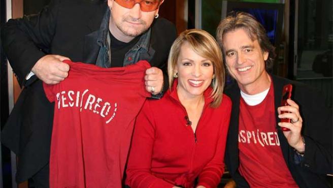 Bono y Bobby Shriver, en FOX News Live con Jane Skinner (Michael Simon / Reuters)