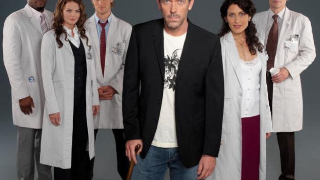 Hugh Laurie (el doctor House)y sus compañeros de reparto.